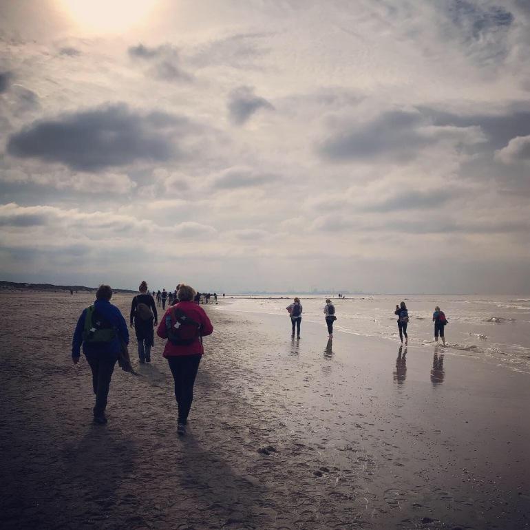 11 stranden tocht 2019  - zussen in het groen
